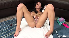 Brylee Remington admires her own pussy while she stimulates it with vibrator