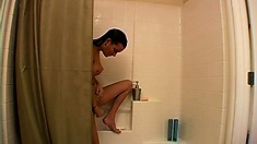 Sexy Kat lets you take a peek at her rubbing herself in the shower