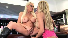 Blonde bimbo Candy Manson enjoys working another girl's beaver