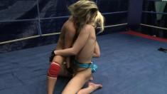 Wild lesbians Bianca Arden and Anita Hengher taste each other's cunts