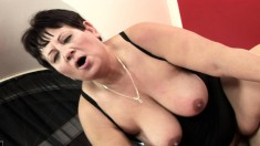 Chunky dark-haired cougar wants to get carnal with this inked player