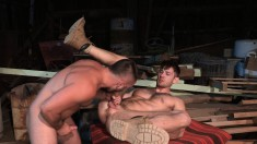 Muscled hunk gives his kinky lover the deep anal drilling he deserves