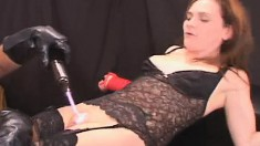 Enticing babe in lingerie Mary Guilt enjoys a shock treatment session